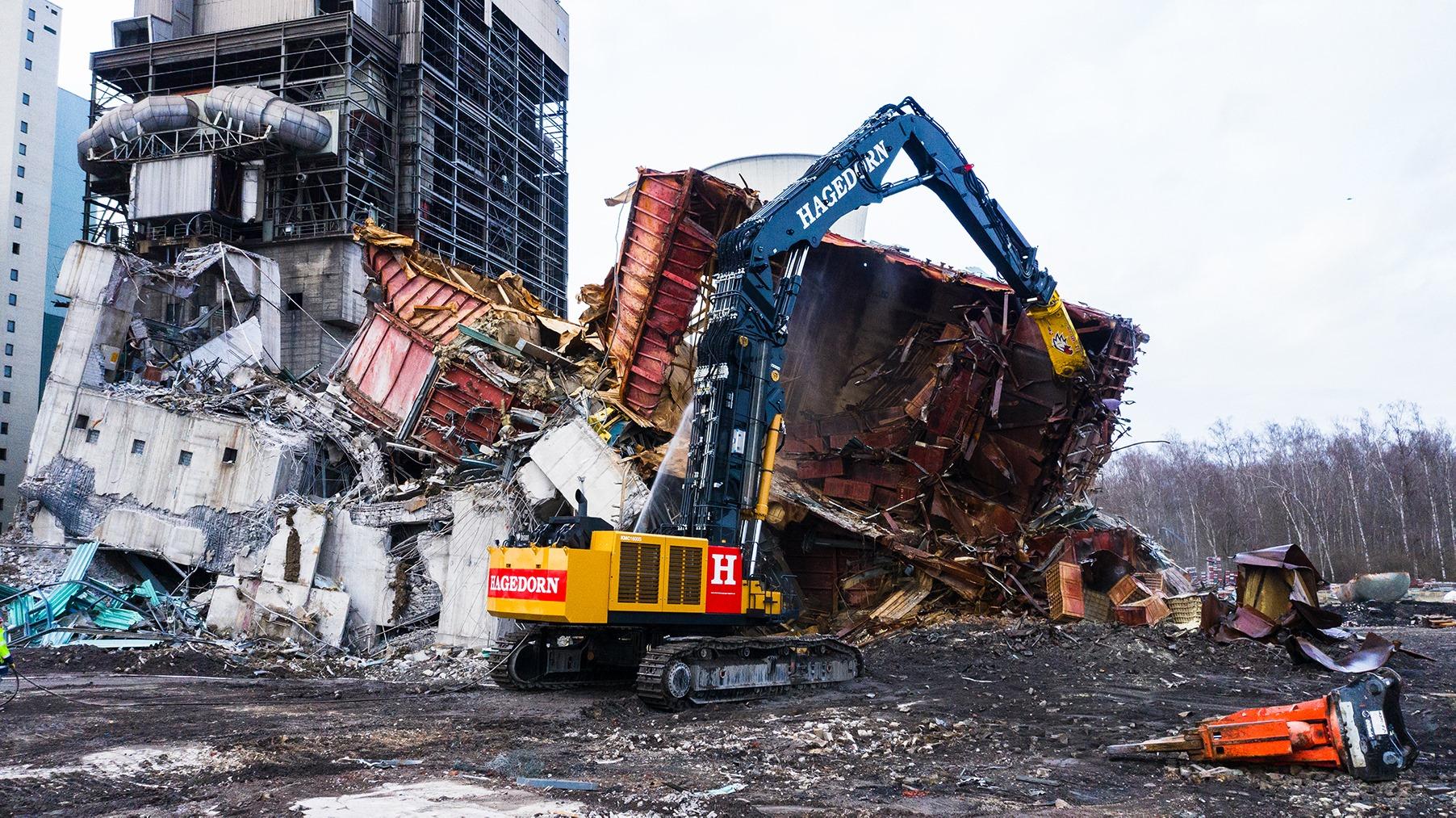 Cesoia demolizione centrale elettrica